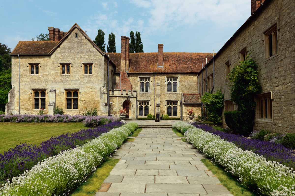 countryside wedding venues - Notley Abbey Buckinghamshire