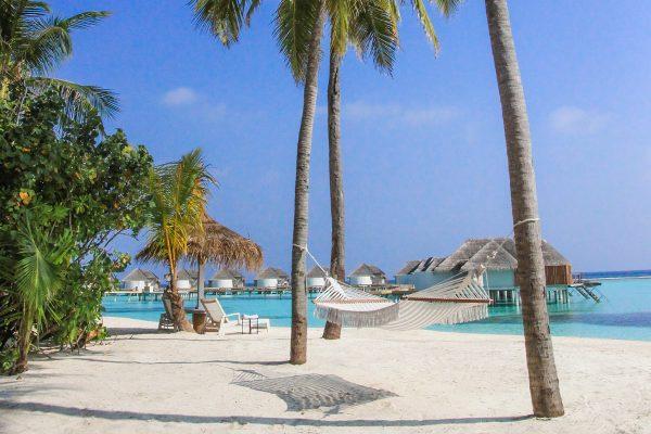 Caribtours_Kanuhura Maldives beach