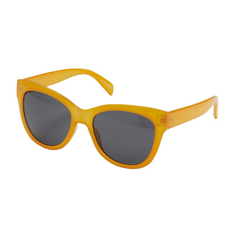 capsule wardrobe Oliver Bonas sunglasses