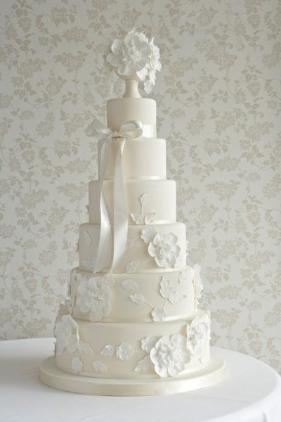 Floral wedding cakes_The Cake Parlour