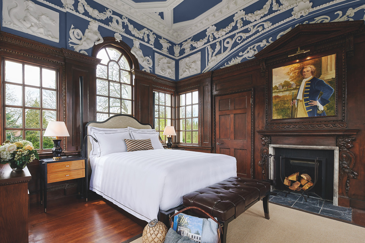 Monkey Island Estate suite