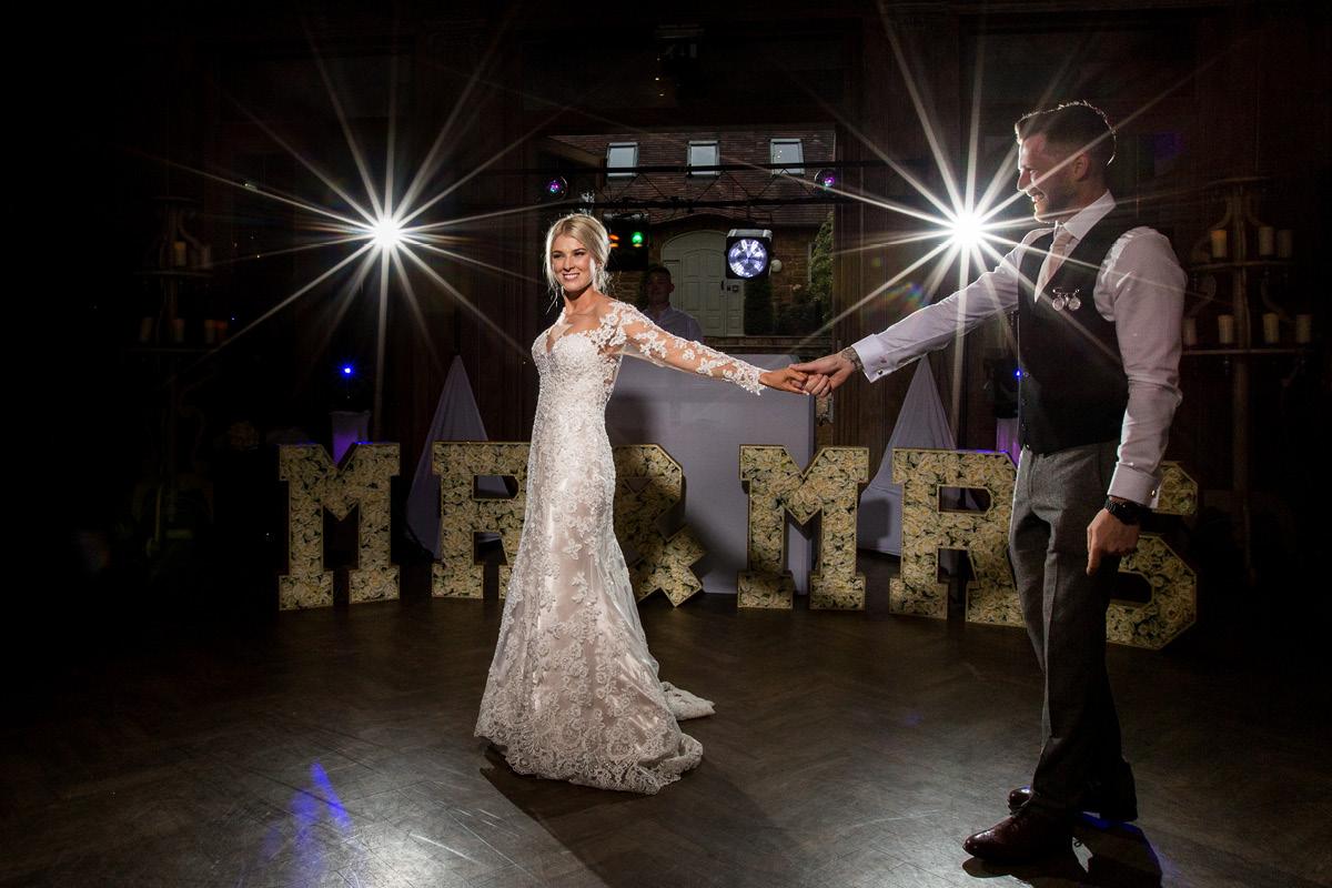 Wedding day schedule dancing
